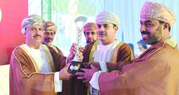 الاحتفال بتسليم كأس جلالة السلطان لمسابقة المحافظة على النظافة والصحة في البيئة المدرسية للعام الدراسي (2014 / 2015م)
