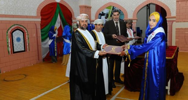 وزارة الصحة تحتفل بتخريج طلبة معاهد التمريض بمحافظتي شمال وجنوب الباطنة
