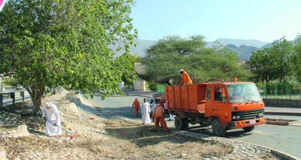 وزارة البلديات الاقليمية وموارد المياه تبدأ تهيئة حديقة فلج مرفع دارس بنـزوى