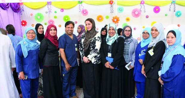 مستشفى جامعة السلطان قابوس ينظم برامج توعوية حول السرطان