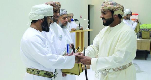 تكريم أعضاء فريق جمعية أصدقاء المسنين بجنوب الباطنة