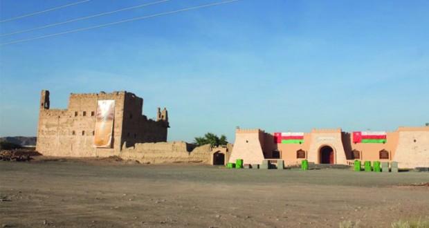 قرية العينين بولاية عبري .. واحة غناء تجذب السياح