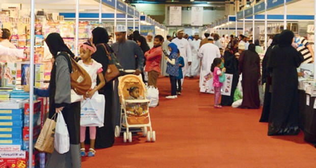 زخم ثقافي وحضور جماهيري واسع يشهده (مسقط الدولي للكتاب)