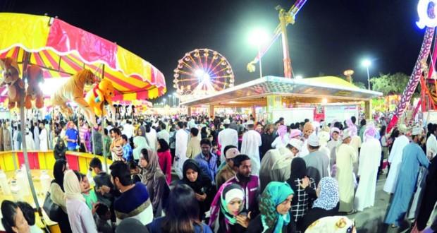 مهرجان مسقط يشهد ازدحاماً كبيراً فـي جميع مواقعه ميدان النسيم يسجل حضوراً جماهيرياً لافتاً