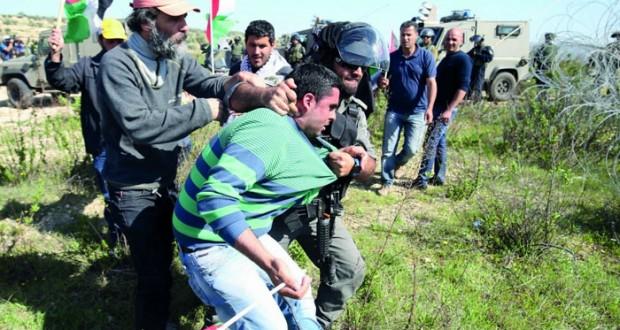 الفلسطينيون يطلعون العالم على الجرائم الإسرائيلية بحق المدنيين .. والاحتلال مستمر بالاعتداءات