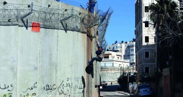 الاحتلال يمطر مسيرات (النداء الأخير) بالغاز ويسقط عشرات الفلسطينيين جرحى