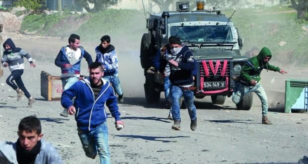 الاحتلال يصعد إرهابه بالأراضي المحتلة وآلياته تتوغل بالقطاع