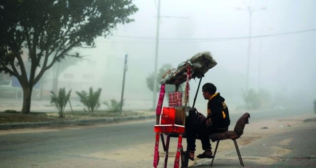 الاحتلال يطلق الغاز على الفلسطينيين بالضفة وزوارقه تفتح النار بغزة