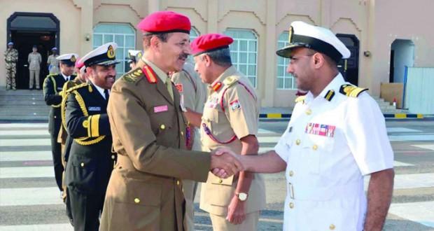رئيس أركان قوات السلطان المسلحة يشارك فـي افتتاح مركز العمليات البحري الموحد بمملكة البحرين