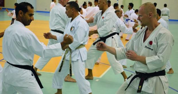 أكاديمية الكاراتيه بنادي نـزوى تختتم فعاليات الدورة الدولية العاشرة لرياضة الكاراتيه