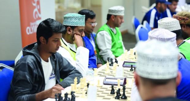 منافسة مثيرة في مسابقات الرماية والشطرنج والابحار الشـراعي