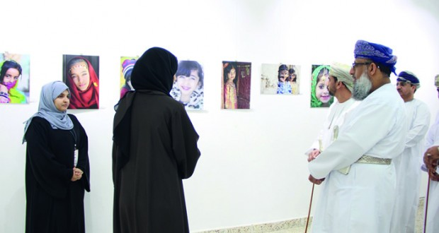 افتتاح الملتقى الثامن للتصوير بتطبيقية الرستاق