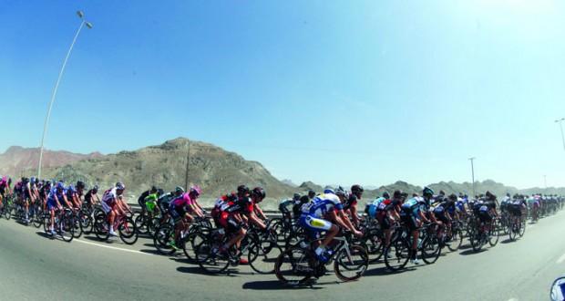 144 دراجا من أنحاء العالم يمثلون 18 فريقا من 12 دولة في الجولات الست