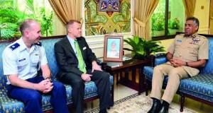 قائد سلاح الجو السلطاني العماني يستقبل وفد كلية الطيران الحربي الأميركي