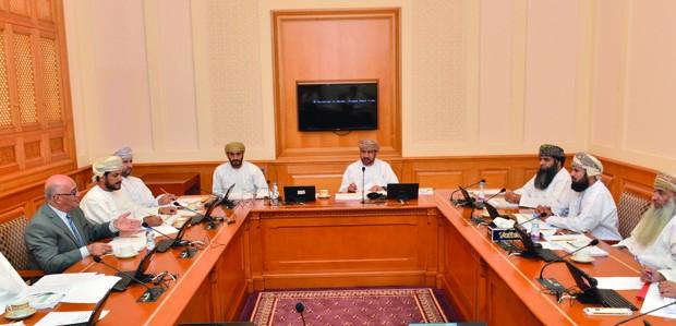 اللجنة التشريعية والقانونية بالشورى تناقش مشروع قانون الجزاء العماني
