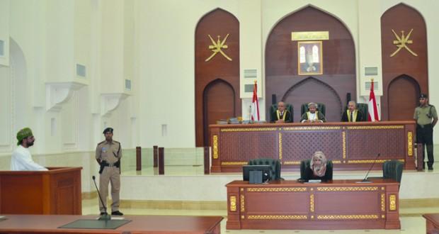 خبراء يؤدون اليمين القانونية بمحكمة الاستئناف بمسقط
