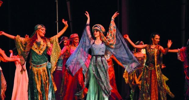 «طريق الحرير» عمل استعراضي غنائي بدار الأوبرا السلطانية مسقط 25 و 26 فبراير الجاري
