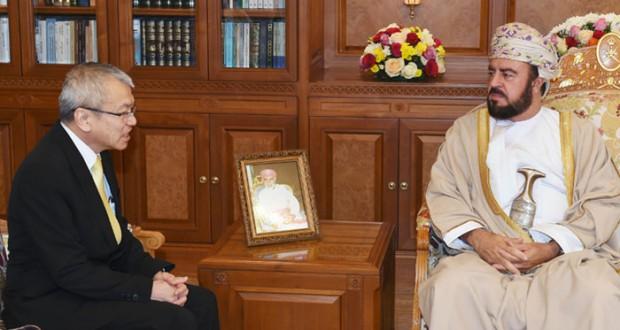 نيابة عن جلالته.. أسعد بن طارق يودع السفير التايلندي
