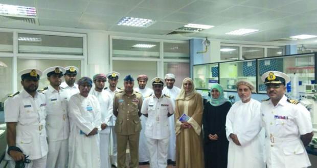 موظفو مركز الأمن البحري يتعرفون على مركز العلوم البحرية والسمكية