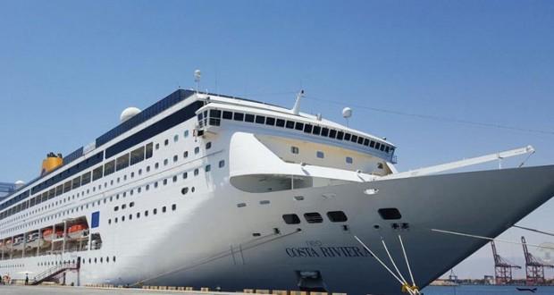 """ميناء صلالة يستقبل السفينة الإيطالية """"كوستا نيو ريفيرا"""" وعلى متنها 1049 سائحاً"""