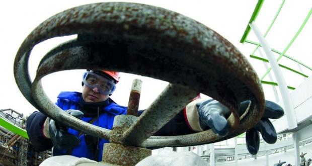 """نفط عمان يلامس 38 دولاراً و""""برنت"""" يواصل مكاسبه القوية"""