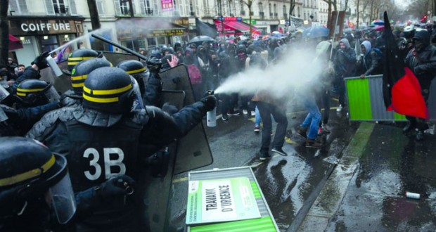 فرنسا : اعتقالات واشتباكات في احتجاج على قانون العمل
