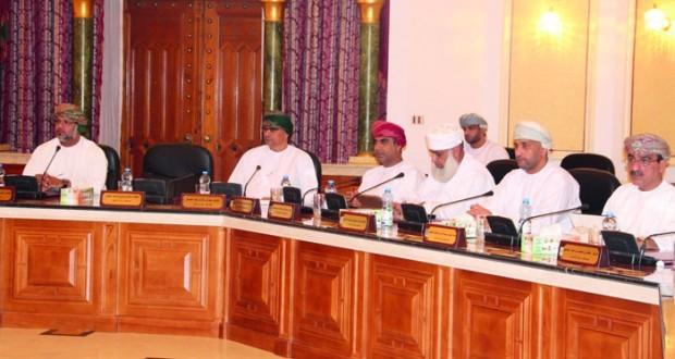 الشؤون العامة ببلدي مسقط تدرس تنظيم نشاط جمع الخردة