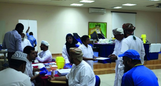 حملة التبرع بالدم بمكتب الإشراف التربوي بالسيب