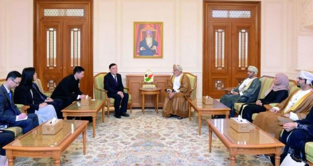 بحث التعاون بين السلطنة والصين في المجال البرلماني