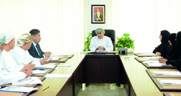 اللجنة الفنية لجائزة السلطان قابوس للعمل التطوعي تناقش خطتها الحالية