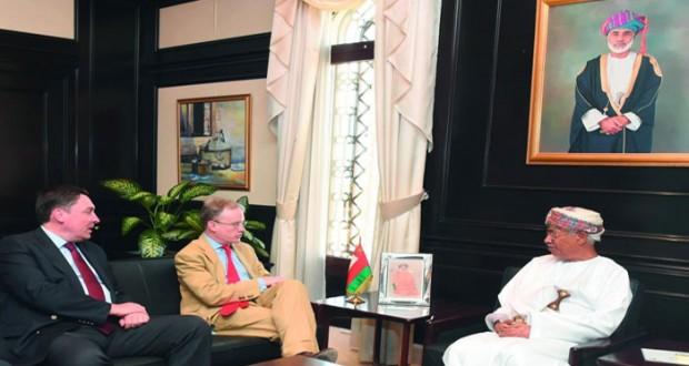 مستشار جلالة السلطان للشؤون الثقافية يستقبل المديرالتنفيذي للإتصالات الحكومية البريطاني