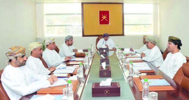 وزير الإعلام يترأس اجتماع لجنة معرض مسقط الدولي للكتاب
