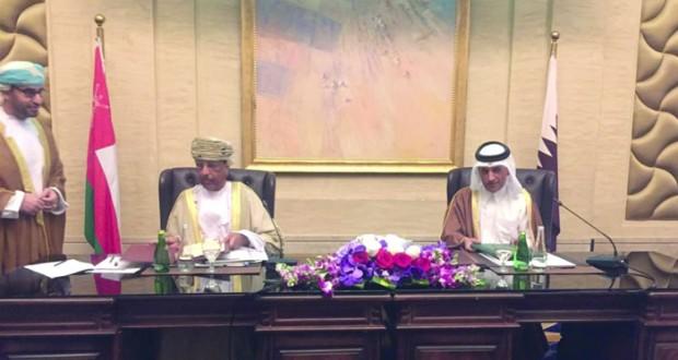 بحث المشاريع الاقتصادية والسياحية المشتركة ودعوة الجانب القطري للاستثمار في (الدقم)