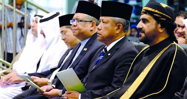 تدشين ركن الإصدارات العمانية في مكتبة جامعة السلطان الشريف علي الإسلامية
