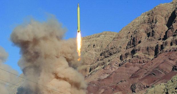 إيران تطلق صاروخين بالستيين وتؤكد أن أسلحتها متاحة لكل المظلومين