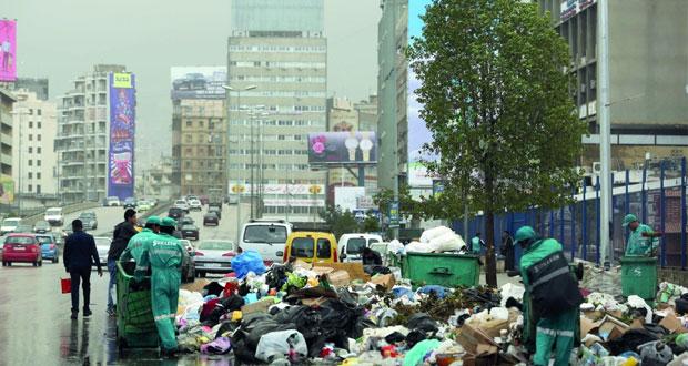 لبنان: متظاهرون يغلقون مداخل بيروت احتجاجا على أزمة النفايات