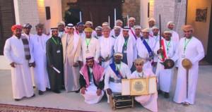 فرقة الشهباء للفنون الشعبية بنزوى تكرم أعضاءها المشاركين بمهرجان الجنادرية بالسعودية