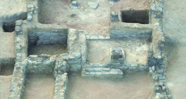 العثور على اكتشافات أثرية بأدم