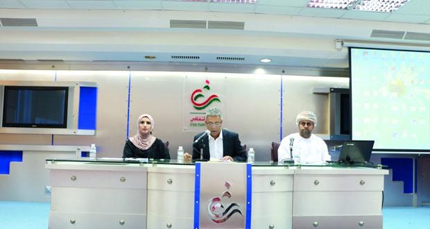 كُتّاب وأدباء عمانيون يتناولون المجالات العلمية والتاريخية بمظاهر السرد في النادي الثقافي
