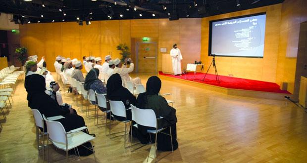 مسابقة عُمان الدولية الأولى للتصوير الضوئي تنظم حلقة عمل فن تصوير الطبيعة للمصور أحمد الشكيلي