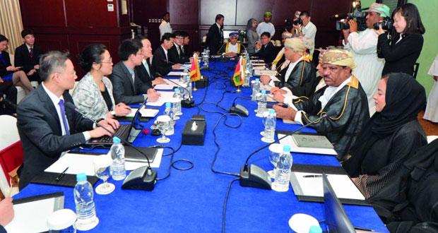 اللجنة العمانية الصينية المشتركة تبحث مجالات التعاون الاقتصادي والاستثماري بين البلدين