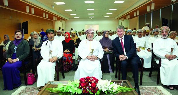 """مجلس الدولة يزور """"تنمية نفط عمان"""" ويؤكد على دورها في رفد الاقتصاد الوطني وتوفير فرص العمل للمواطنين"""