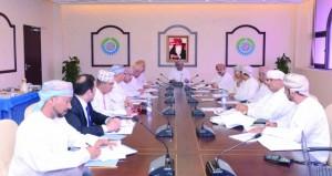 لجنة القطاع المالي والمصرفي والتأمين تناقش الأوضاع الاقتصادية وتداعيات انخفاض أسعار النفط على الأسواق والبنوك