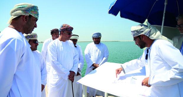 وزير الزراعة والثروة السمكية يتابع سير العمل بموانئ الصيد ببركاء والسويق والمصنعة