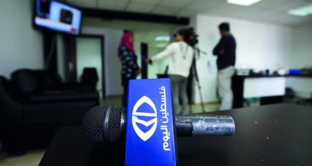 عدوان الاحتلال يستهدف الصوت المقاوم ويهاجم مؤسستين إعلاميتين بالضفة