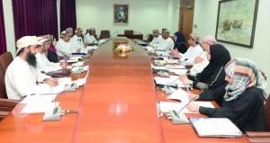 اللجنة المشتركة بين جامعة السلطان قابوس ووزارة القوى العاملة تبحث تطوير المعايير المهنية الوطنية