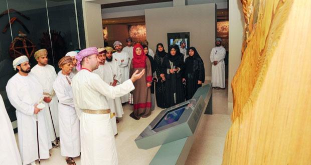 """لجنة """"الإعلام والثقافة"""" بمجلس الشورى تزور المتحف الوطني وتشيد بالجهود الوطنية في مجال حفظ وتوثيق التراث العماني"""
