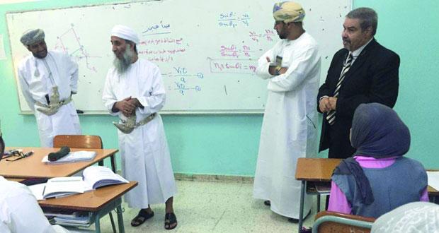 لجنة التربية والتعليم بالشورى تزور المدارس الخاصة بمحافظة مسقط