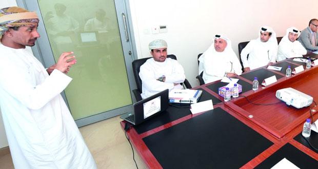 وفد تربوي قطري يطلع على تجربة السلطنة في التقويم التربوي والتصحيح الإلكتروني