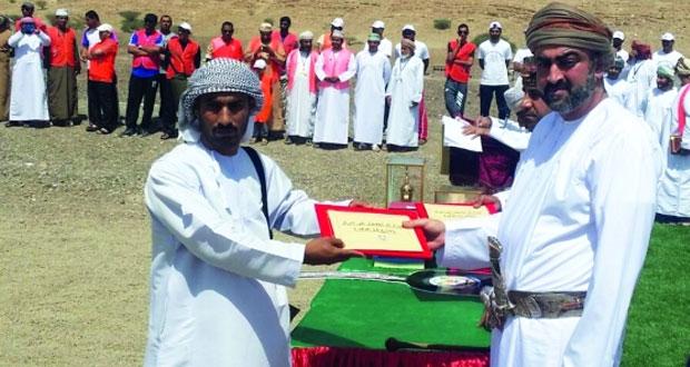 تيمور بن أسعد يتوج الفائزين في فعاليات مسابقة الرماية العاشرة ببلدة الدريز بعبري